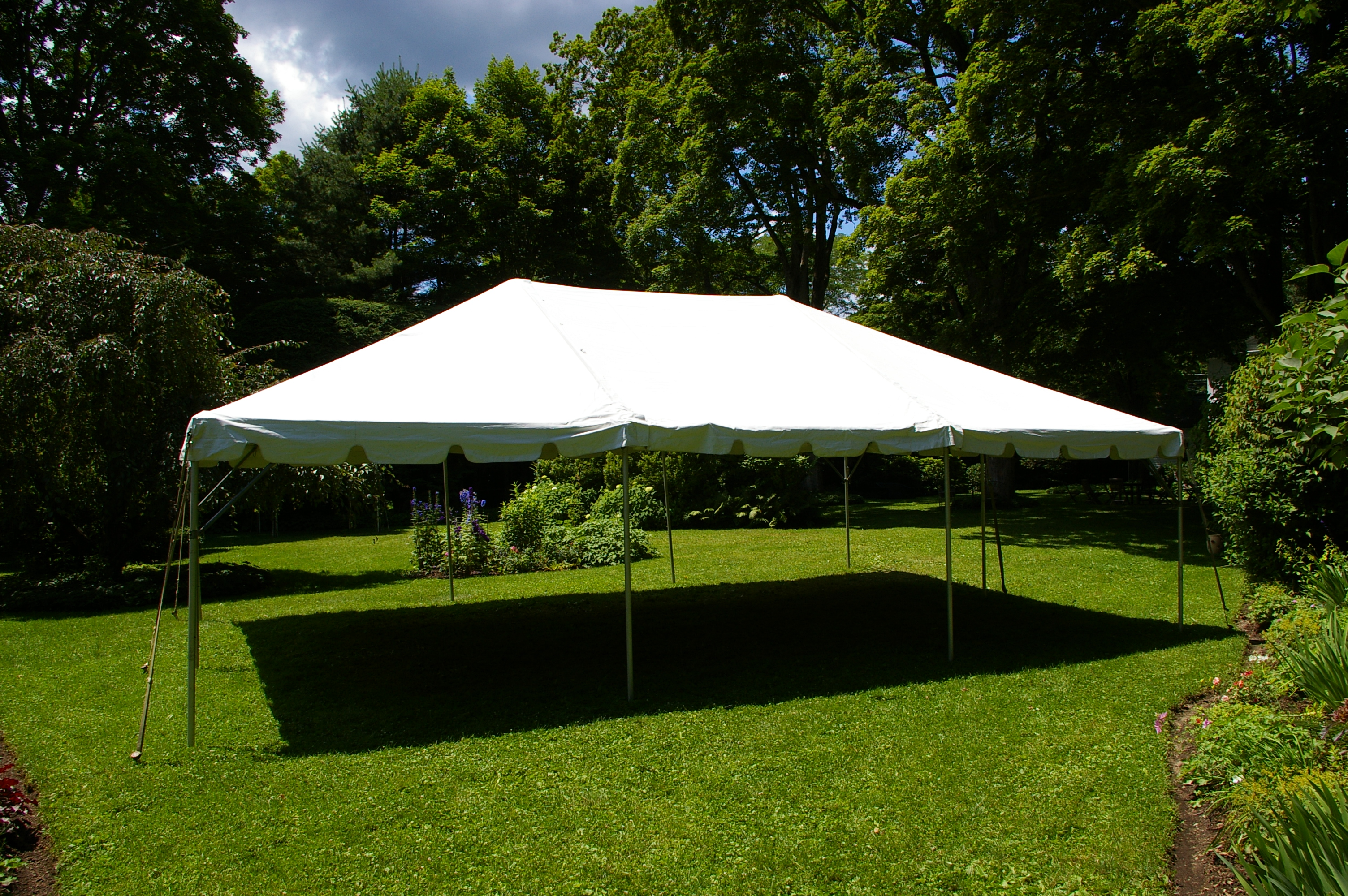 20 39 x 30 39 frame tent taylor rental of torrington for Fenetre 30 x 30